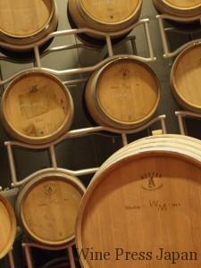 小樽は2カ所から購入。メルロとシラーは新樽で熟成させるが、サンジョヴェーゼは古樽で。