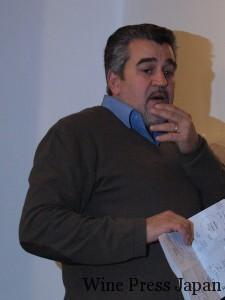コンサルタントのロベルト・チプレッソ