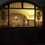 敷地内にある、狩りのための別荘としても使用していたメディチの館。主の部屋は、窓を開ければすぐに教会の空間へつながり、祈れるしくみになっている。