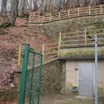 現在の水源は湧き水が3カ所、掘り水が8カ所。鉄格子で守られている。