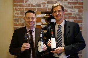 すべてのエステイトの醸造長ヤン・バクウォルター氏(右)と、輸出部長のフロラン・ムガン氏(左)。