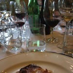 中央にある縁がそった形状のものが、アクアパンナ専用のグラス。ワインのある食卓で、サン・ペリグリーノとペアになって活躍している。