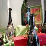アヴィーズのワリス・ラルマンディエのスペシャル・ボトル。デザイナーでもあるマリー=エレーヌのデザインで「記念ボトル」の受注もしている。