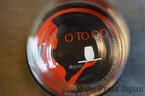 """グラスの底には """"RIEDEL"""" のロゴが。ゲオルグ・リーデル氏のグラスは、名前入りでした。"""