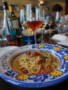 ロゼ「ラムーサ」と合わせた、トマトとシラスのスパゲッティ。