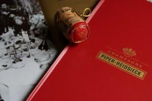 ヴィヴィッドな赤と金がパイパー・エドシックのシンボル・カラー。