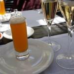 木漏れ日の入るテラスで飲むシャンパーニュは、また格別な味わい。
