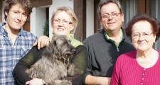 ラルマンディエ家族。右からギィ・ラルマンディエ夫人、息子で現当主のフランソワ、その妹のマリー・エレーヌとその息子のジャン=ピエール。