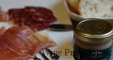 生ハムやサラミなど、豚肉加工品はワインのおつまみとして重宝します。