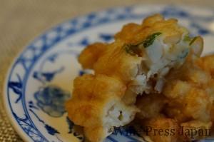 さっくりと揚がった小柱の天ぷらは、触感もよいですね。塩で、どうぞ。