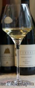 「あまりタンニンや酸味の強くない赤ワインや、ソーヴィニヨン・ブランなどの白ワイン」がお薦めと記されています。白でも赤でもOKです。