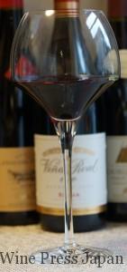 これは結構大きいので、空気をたっぷり必要としそうな重厚なタイプの赤ワインを。