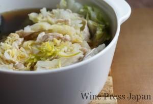 白菜としゃぶしゃぶ用の豚肉のミルフィーユ鍋。柚子の代わりにカボスの皮を添えてみました。