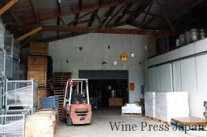グレイタウンの醸造施設。親友カイ・シューベルトさんのワイナリーの一角を借りている。