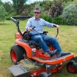 モビルスーツ(?)ではなく、芝刈り機。ブドウ畑の雑草を取るのにも大活躍。