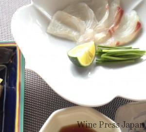 白身魚をレモン醤油で、あるいは塩で食べる、というのもオツですね。