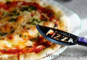 宅配ピザならもっとゴージャスな具材ですね(笑)。いずれにしても、トマトソース系がお薦めです!
