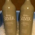 同じく長男作のシャルドネ。樽は使わずコンクリートのみだと明確に示すために、セラミックのボトルに変更!