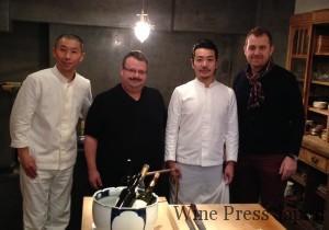 白衣のお二人が「八雲茶寮」のシェフ(左)とマネージャー。そしてベルナール・カヴェさん(左から二人目)とブノワ・リブレさん。