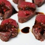 ローフトビーフならぬ、ロースト鹿。火が入りすぎないように、フライパンで焼き目をつけてから、オーブンへ、そしてホイルで蒸し時間を、またオーブンへ、再びホイル蒸し、という調理法でした(cooked by Tadayuki Yanagi)。