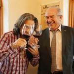 醸造を担当するホアキン・ガルベス(左)はチリ出身で、13年前にロンドンで行われたタスマニア産ワインの試飲会でこのワイナリー「ボデガス・カルチェロ」の輸出部長カルロス・ロホ(右)との出会い、それをきっかけにフミーリャで仕事を始めましたが、その前にはカリフォルニアやアルゼンチンでもワイン造りを経験しています。