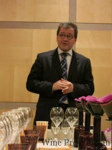 ヴーヴ・クリコの醸造家で、特にロゼを担当するシリル・ブラン氏。