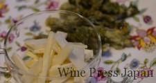 手前のウドは、醤油マヨネーズで和えてあります。たらの芽の天ぷらは、ハーブ塩で。