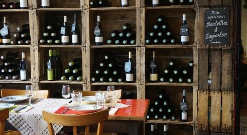 メネトゥー・サロンで素晴らしいワインを造るフィリップ・ジルベールが経営するワイン・ショップ&ビストロ。