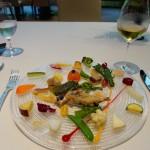 ここのスペシャリテのひとつ。30種類の野菜を使った前菜です。もちろん、すべて地元の素材。