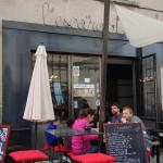 城内のお薦めワイン・バー「レスカルゴ L'Escargot」。