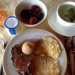 ある日のオテル・ド・ラ・シテでの朝食。何を食べるか、選ぶのに困ります!