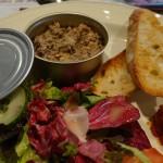 ある日のランチの一皿目。缶の中に魚のリエット、というプレゼンテーションが面白かった! あ、味も美味でしたよ♪