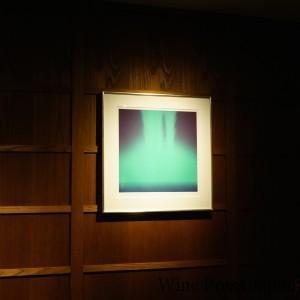 千住博の日本画が壁に。