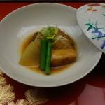 豚の角煮は香ばしく厚みのあるタイプのシャブリと。