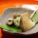 箸休めには、なれ鮨とタニシ。