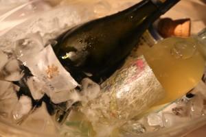 蒸し暑い夜だったのでキンキンに冷やしたスパークリングと濁り系のナチュラルワイン。