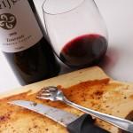 ものの30分(たぶんそれい以内)で肉はフィニッシュ。途中、骨に当たってお気に入りのワイングラスを割ってしまったので、グラスが変わっています。屋外でやるときは気をつけましょう(涙)