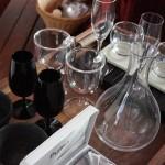 部屋に備え付けられたグラスのラインナップ。セラーに入ったワインの飲み比べをするのも楽しそう。