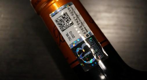 クリュ・ブルジョワの認定ステッカー。この二次元コードをスキャンすると……。