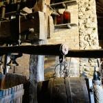 昔の木製圧搾器。