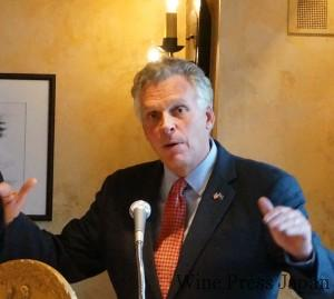 バージニア州について熱弁する第72代州知事のテリー・マコーリフ氏。
