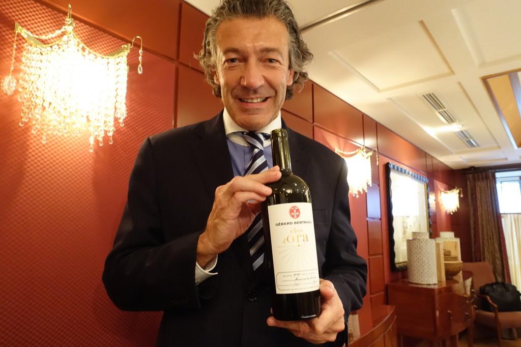 この日のおひろめ会は帝国ホテルの「レ・セゾン」にて。ワインを最高の状態で楽しんでのらえるように、と、出されたすべてのワインにRIEDEL社の最適なグラスがペアリング。ジェラール自ら試して選んだのだとか。ちなみに2012 Clos d'OraにはVERITAS NEW WORLD SHIRAZ 6449/30を合わせてあった。デキャンタはFLAMINGO 2007/01にて。