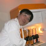 イベント前夜、ストックホルムのレストランでクリコ・イエローの冷蔵庫を発見。「これ、欲しい〜」と葉山大王。