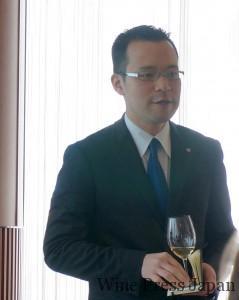 ひとつひとつのワインにコメントと解説をしてくれた菊池さん。