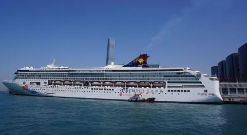 今回乗船したスーパースター ヴァーゴ。全長268mという巨大な客船。