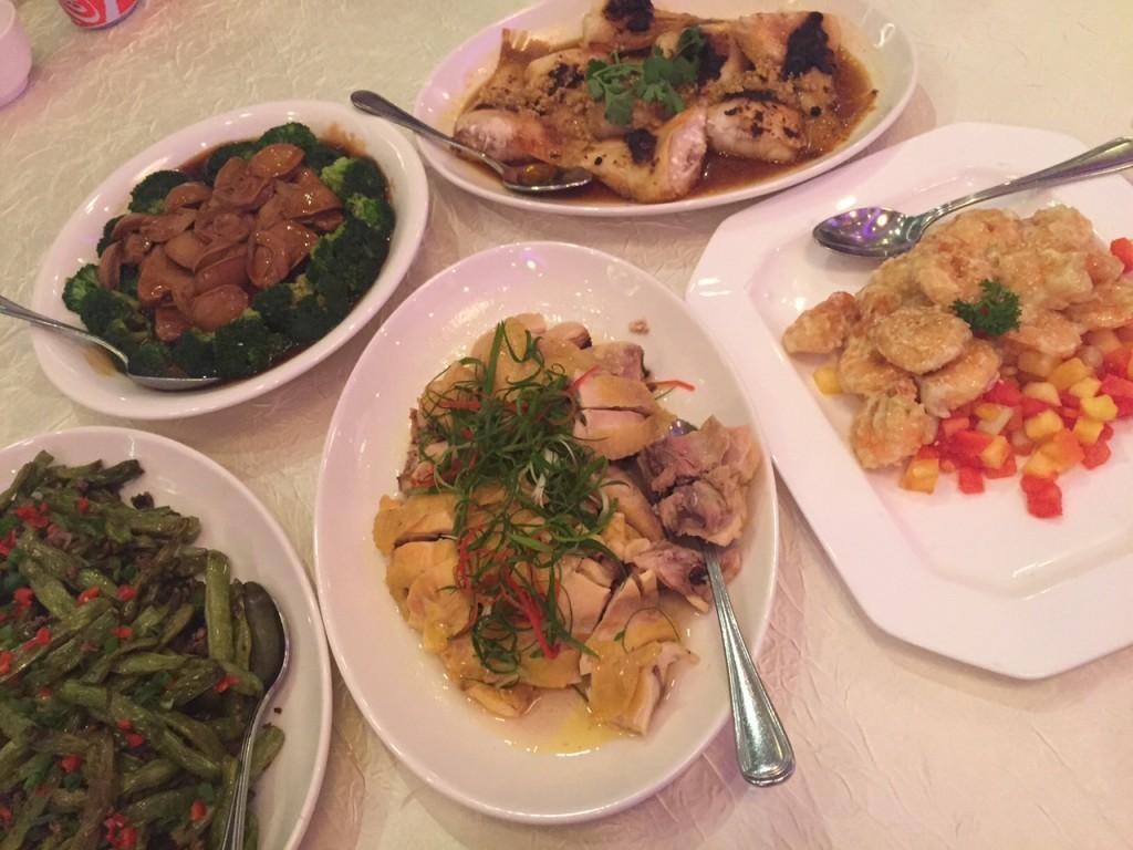 ゲンティンパレス レストランの中華コースの一例。