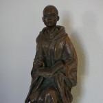 メゾンに飾られているドン・ルイナール像。