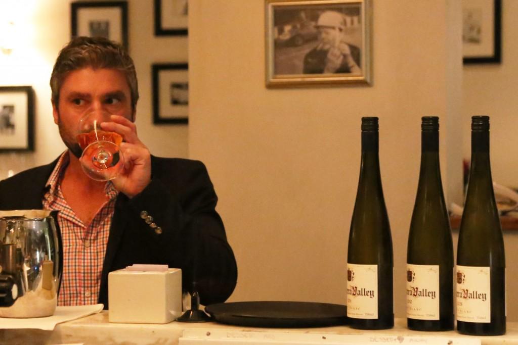 写真は5月にメルボルンで食事した時のものですが、写真のHODDLES CREEK 1er Yarra Valley Pinot Blanc2011/ホドルスクリーク プルミエ ヤラヴァレー ピノ・ブラン2011も登場、生ガキや甲殻類との相性も良し。参考小売価格:4,200円(税別)/輸入元:kpオーチャード