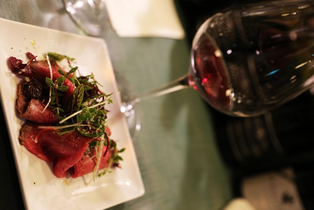 羊肉じゃないしボトルショットもありませんが、このワインも。HODDLES CREEK 1er Yarra Valley Pinot Noir2010/ホドルスクリーク プルミエ ヤラヴァレー ピノ・ノワール2010/参考小売価格:4,500円(税別)/輸入元:kpオーチャード