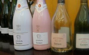 左の白とピンクがアナ・デ・コドーニュのスリーバーボトルです。